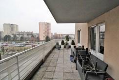 duży, widokowy taras przy luksusowym apartamencie w Krakowie na sprzedaż