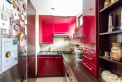 umeblowana komfortowo kuchnia w luksusowym apartamencie w Szczecinie na sprzedaż