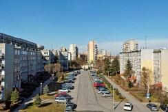 widok na osiedle w Tarnowie z okna luksusowego apartamentu na sprzedaż