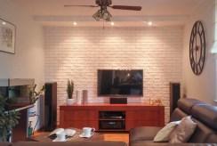 wysokiej jakości sprzęt RTV w salonie ekskluzywnego apartamentu do sprzedaży w okolicach Katowic
