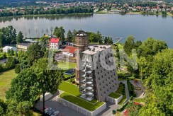 widok z lotu ptaka na apartamentowiec w okolicach Piły, gdzie znajduje się luksusowy apartament na sprzedaż