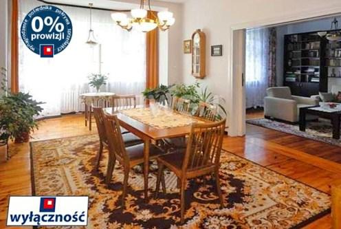salon w stylu klastycznym w ekskluzywnym apartamencie do sprzedaży we Wrocławiu