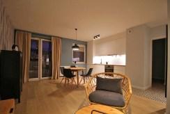 widok z salonu na aneks kuchenny w ekskluzywnym apartamencie do wynajmu w Krakowie