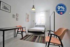 fragment eleganckiej sypialni w ekskluzywnym apartamencie do wynajmu w Krakowie