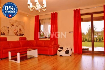 widok z innej perspektywy na luksusowe wnętrze ekskluzywnej willi do sprzedaży w Legnicy
