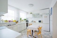 umeblowana, urządzona kuchnia w luksusowej willi do sprzedaży w okolicach Legnicy