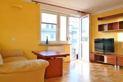 widok na salon w luksusowym apartamencie do wynajmu w Krakowie