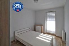 zdjęcie prezentuje zaciszną, prywatną sypialnię w luksusowym apartamencie w Krakowie na wynajem