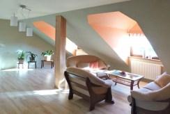 komfortowe pomieszczenie na poddaszu luksusowej willi do sprzedaży w Ostrowie Wielkopolskim