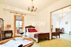 sypialnia w stylu klasycznym w ekskluzywnej willi w Wiśle na sprzedaż