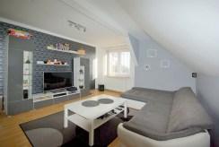 widok na drugi salon w luksusowej willi do sprzedaży w okolicy Legnicy