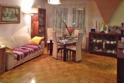 widok z innej perspektywy na luksusowy salon w ekskluzywnym apartamencie do sprzedaży w Krakowie