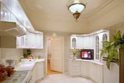 stylowo wykończona kuchnia w luksusowym apartamencie do sprzedaży w Rzeszowie