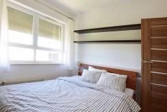 na zdjęciu elegancka, zaciszna sypialnia w luksusowym apartamencie w Katowicach na wynajem