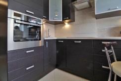 komfortowa kuchnia w luksusowym apartamencie do wynajmu w Krakowie