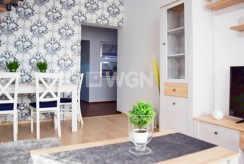 widok z innej perspektywy na salon w luksusowym apartamencie do wynajmu w Słupsku