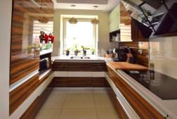 umeblowana i urządzona kuchnia w apartamencie w Białymstoku na sprzedaż