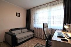 widok na gabinet w luksusowym apartamencie do sprzedaży w Krakowie