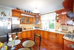 umeblowana stylowo kuchnia w luksusowej willi w okolicy Legnicy na sprzedaż