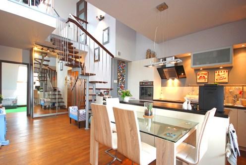 nowoczesne, 2-poziomowe wnętrze ekskluzywnego apartamentu do sprzedaży w okolicach Szczecina
