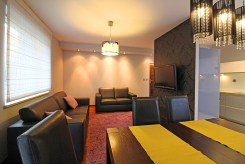 widok od strony jadalni na luksusowy apartament w Krakowie na wynajem