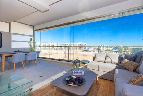 prestiżowy salon w ekskluzywnym apartamencie do sprzedaży w Hiszpanii (La Zenia)