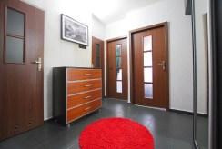 stylowy przedpokój w luksusowym apartamencie w okolicach Legnicy do sprzedaży