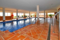 basen znajdujący się w ekskluzywnej willi w Hiszpanii (Costa del Sol, Malaga) na sprzedaż
