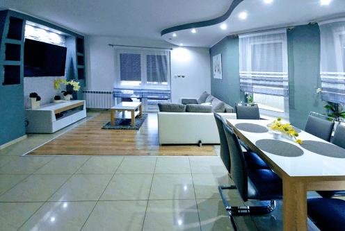 nowoczesny salon w ekskluzywnej willi do sprzedaży w okolicach Konina