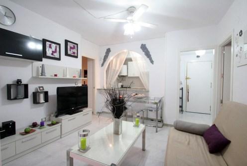 nowoczesny salon w ekskluzywnym apartamencie do sprzedaży w Hiszpanii (Torrevieja, Costa Blanca)