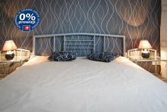 elegancka, zaciszna sypialnia w luksusowym apartamencie w Krakowie na sprzedaż