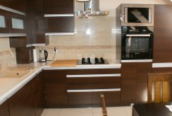 umeblowana i urządzona kuchnia w luksusowym apartamencie do sprzedaży w okolicach Legnicy