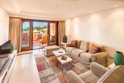 komfortowy salon w ekskluzywnym apartamencie do sprzedaży Hiszpania (Costa del Sol, Malaga)