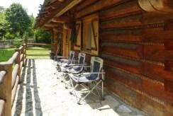 na zdjęciu taras przy luksusowym dworze w okolicach Częstochowy na sprzedaż