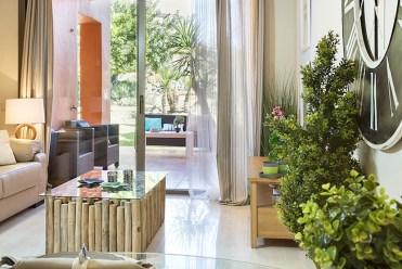 fragment ekskluzywnego salonu w luksusowej willi do sprzedaży w Hiszpanii (Costa del Sol, Malaga)
