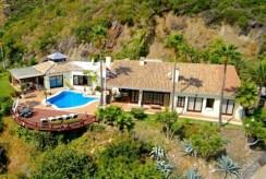 widok z lotu ptaka na luksusową willę do sprzedaży w Hiszpanii (Costa del Sol, Marbella)