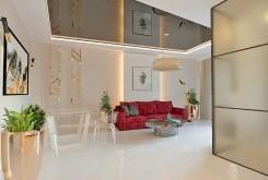 widok z innej perspektywy na luksusowy salon w ekskluzywnym apartamencie do sprzedaży Kraków