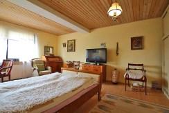 na zdjęciu prywatna, zaciszna sypialnia w ekskluzywnej willi na sprzedaż Szczecin