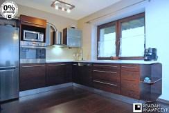widok na nowocześnie zabudowaną kuchnię w luksusowej willi do sprzedaży Gliwice (okolice)