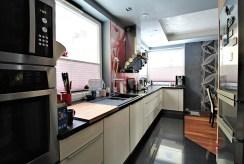 nowoczesna i wyposażona kuchnia w ekskluzywnym apartamencie do sprzedaży Kraków