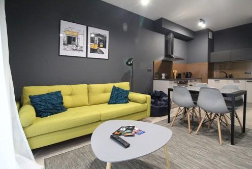 zaprojektowane w nowoczesnym stylu wnętrze ekskluzywnego apartamentu do wynajęcia Kraków