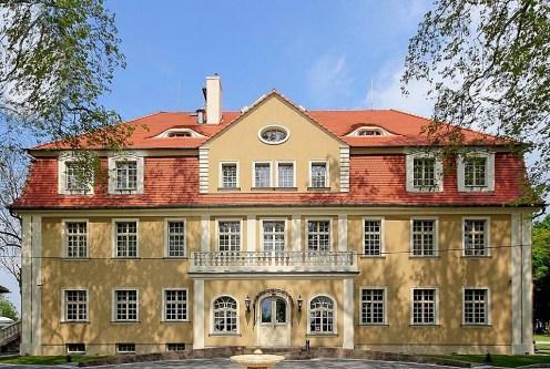 reprezentacyjne wejście do ekskluzywnego pałacu do sprzedaży Wrocław