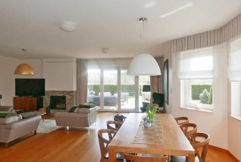 przestronne, nowoczesne wnętrze luksusowej willi do sprzedaży Gdynia