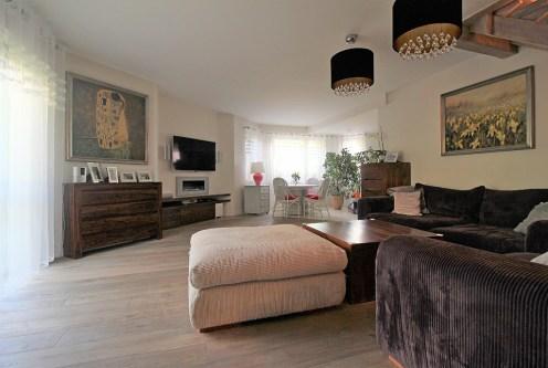 eleganckie wnętrze salonu w luksusowym apartamencie na sprzedaż Kraków