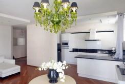 jadalnia i aneks kuchenny w luksusowym apartamencie do sprzedaży Gdynia