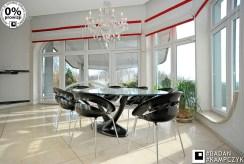 na zdjęciu elegancka jadalnia w luksusowej rezydencji do sprzedaży Katowice (okolice)