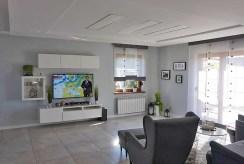 zbliżenie na prestiżowy salon w ekskluzywnej willi do sprzedaży Leszno (okolice)