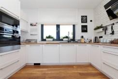 nowoczesna, zabudowana kuchnia w luksusowej willi do sprzedaży Tarnów (okolice)