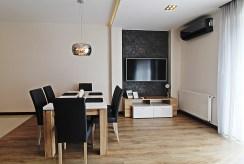 na zdjęciu fragment salonu w luksusowym apartamencie do wynajmu Kraków
