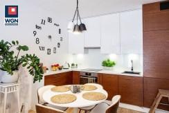 widok na jadalnię i aneks kuchenny w luksusowym apartamencie do sprzedaży Gdańsk